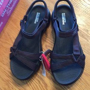 NIB  Sketchers sandals